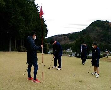 ゴルフ実習を行いました